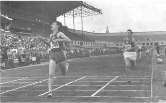 Tomás Barris's historical photo winning his first title of absolute Champion of Spain in the 800 meters in the Montjuic's old stadium of Barcelona in 1955