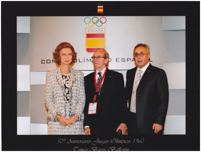 After receiving the Diploma of the 50 Anniversary of the Olympic Games of Rome of 1960, together with His Majesty the Queen of Spain Doña Sofia and the President of the Olympic Comité Spanish, Alejandro Blanco, in Madrid the day 30 of September of 2010